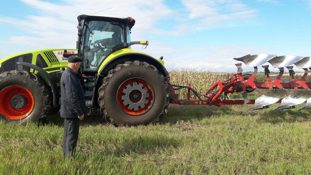 Демопоказ трактора CLAAS AXION 950 на Тернопільщині